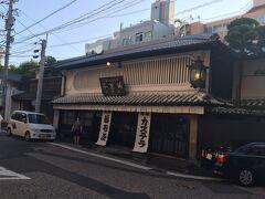 福砂屋総本店に到着。カステラはあとで買うとして暗くなる前に丸山遊郭跡へ向かいます。