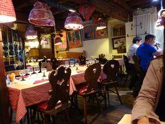 晩ごはんは大聖堂近くのレストランへ。
