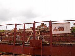 ハリシャンカール寺院(1705年)は全壊しました。 どうやら全壊したのはここのみのようです。  2017年現在もまだ修復作業は進んでいません。 この広場でも人気の建造物の一つだったはず。