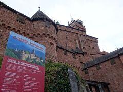 ここも人気観光地らしく、たくさんの人で溢れ返ってました。 見学できるお城の中では、なかなか見ごたえある城でしたよ! こちらでも手荷物検査あり(・_・;)