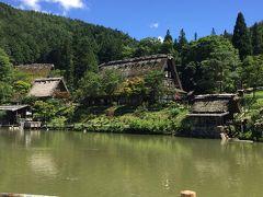 池を囲んで古い茅葺き民家が展示されてました。