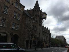 16世紀のお役所だった建物Tolbooth。今はレストランになってるみたいです。そのまんまハリー・ポッターに出てきてもおかしくない雰囲気です。