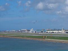 先日より北朝鮮のミサイル発射や核実験が行われています。 軍民両用空港である那覇空港には、ヘリの離発着が以前よりかなり行われている印象でした。 何かあったら、那覇空港は使えないなぁと思っていたので、現金をたくさん持って沖縄に来ました。