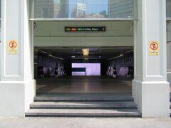 Raffles Place駅です。 地下鉄駅の入り口もいちいち凝ってるなぁ~。