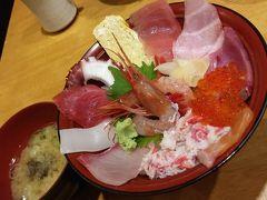 まずは近江町市場でお昼ご飯。新鮮な海鮮丼を頂きました。