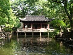 つまりは、人んちの庭?! この規模はおかしいだろ。(゚∀゚ノ)ノ  上海の街のど真ん中に、こんな庭園があること自体スゴいが。
