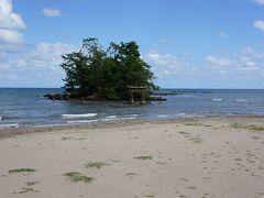 恋路海岸。昔、悲恋伝説があったことから、恋路と名付けられたそう。