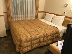 仕事終わりにセントレア空港へ。色々あって前泊することになりました。 宿泊先は東横イン。寝るだけですし十分です~。 狭いですが、広いベッドが置いてありますし朝までぐっすりできましたよ^^ 実用的ですし、必要最低限の設備は整っているし、とにかくリーズナブルなところがいいですね~!