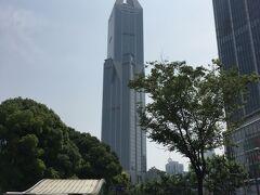 JWマリオット・ホテル上海アット・トゥモロースクエア 地下鉄「人民広場」駅から歩いてすぐの場所にあります。 アクセスも良いです!それにしてもすごい建物ですね!!!