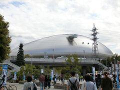 その後、野球観戦の為、札幌ドームに向かいました  札幌駅から約15分で、そこから徒歩約15分ぐらいでした  広くて入り口までが遠かったです