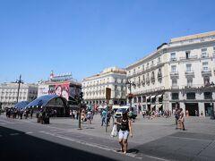 プエルタ・デル・ソル。 マドリードを象徴する広場。 マドリード市民の待ち合わせ場所の定番。