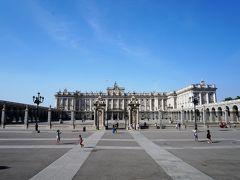 アルメリア広場から見た王宮。 ここは行列が凄かったので外から見るだけ。 現国王夫妻は住んでいない。