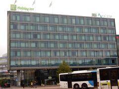 宿泊は、ホリデイイン・ヘルシンキ・シティセンター。  ヘルシンキ中央駅のすぐ脇で、10番台後半のホームはホテル至近です。