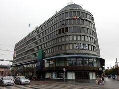 ヘルシンキ3台デパート?の一つ、ソコス。  5階がマリメッコなどの北欧雑貨の売り場になっています。また、イギリスのマークス&スペンサーも入ってます。