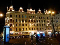 9月14日。ホテルに到着し、プリペイドSIMの手配、夕食を済ませて夜のプラハの街へ。  地下鉄B線のNamesti Republinkyに面した共和国広場からスタートです。