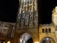 共和国広場からプラハ城までの通称「王の道」。  入口の火薬塔です。