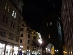 王の道を旧市街広場に向けて歩きます。