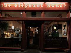その近くに ハリーポッターの執筆がされていたという有名なカフェ。