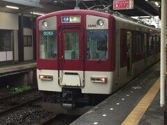 松阪から伊勢神宮の最寄り駅である伊勢市駅まで近鉄電車で向かいます。 隣のホームには、8:31発普通伊勢中川行きが停車していました。 1230系2両編成、ワンマン列車でした。