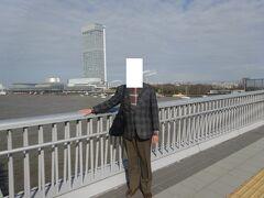 柳都大橋より朱鷺メッセを見ます。