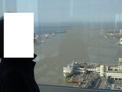 朱鷺メッセ(ばかうけ展望台)より新潟港を見ます。