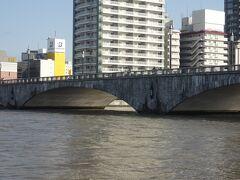 信濃川ウォーターシャトル(アフタヌーンクルーズ)に乗ります。(萬代橋)