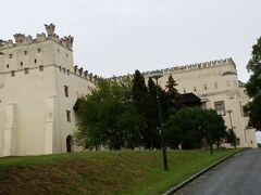 クロムニェジーシュ城 お城の屋根に、魚のしっぽをさかさまにしたものが付いています。