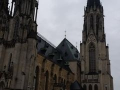 聖ヴァーツラフ大聖堂  100mの尖塔が目を惹きます。