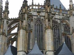 聖バルバラ教会  柱を支える物が付いています。