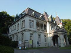『萬翠荘』 1922年(大正11年)旧松山藩主の子孫[久松定謨(ひさまつさだこと)]伯爵が別邸として建てた洋館