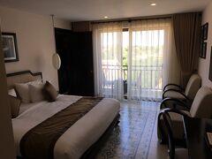 まずは、宿泊したホテルの写真から。  「Hoi An Silk Boutique Hotel & Spa」  というところです。  家族合計4名なので、続きの二部屋(中で繋がっている)を取りました。  できてまだ1年程度ということで、新しくてとても綺麗です。