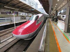 ●1.交通機関など  今や新幹線で行ける近さになった秋田県。しかし、玉川温泉は遠かった。   まずは、新幹線こまち号(写真)に乗って田沢湖へ。
