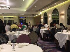 夜ごはんはランガムプレイス内にある広東料理の八月軒へ~ 宴会場かというぐらい広いー