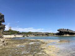 船まで少し時間があったので、和泊港から近い笠石海浜公園を散策。