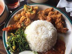 ここのランチカレー、とてもおいしかったです。 さっきスープが出たのに、ダルもしっかりついている。 ネパールは野菜のカレーがおいしい。