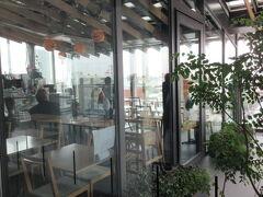 浅草文化観光センター の屋上8階にはカフェ(ミハラシカフェ)と無料の展望台があるの。