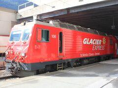 9:52発の氷河急行(Glacier Express)が入線しました。 相当昔に乗ったことを思い出します。