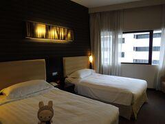 ホテルは、Royal @Queens(^^)/  おー、えーやんって思ったけど、 翌日から、ちろちろとあるいてる アイツラが気になって…(・ェ・`))