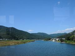 市街地を抜けると、かの有名な四万十川を渡る。 青い空の下、滔々と流れる四万十川は、とても美しかった。