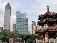 5分もしないうちに公園着。オヤジまったりしたいときは何時もこの公園で休みます。西門駅にも台北駅にも10分程で行けるし、最速 公園内のMRT「台大医院駅」がありますからね。