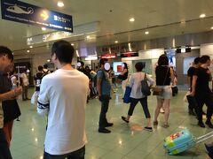 マカオ タイパフェリーターミナルから 1時間程で香港マカオフェリーターミナルに到着しました。