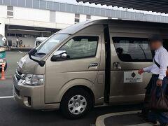 まずはレンタカー屋さんに移動します。熊本市内までは私が運転です。