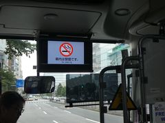 成田空港までは、個人的にすっかり定番の京成バスの東京シャトル。東京駅から1時間で空港に到着です。