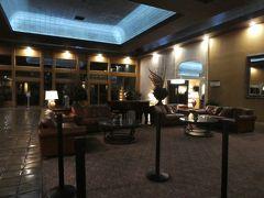 今宵の宿、アレクシス。初めて利用するホテルです。最近はラスベガスのホテルは宿泊料がぐんぐん上がり、その上リゾートフィーも取りやがるので、困りものです。なるべく価格を抑えるべくさまざまなパターンを検討した結果、初日の土曜日のみここを利用するのがお得という結論を導き出した上での利用です。