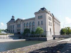 [新潟市歴史博物館] 旧新潟市役所庁舎を模した建物になっています