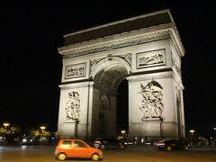 コンコルド広場から、ネオンが彩るシャンゼリゼ通りを30分程歩き、ライトアップされたエトワール凱旋門に到着。