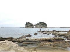 翌日はレンタカーで白浜観光です。 まず円月島から。