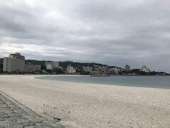 続いて白良浜。きれいな砂浜です。ワイキキのビーチみたい。