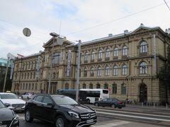 アテネウム美術館  テオドル・ホイエル(Theodor H?・ijer)の設計により1887年に完成した美術館。 フィンランド・ナショナル・ギャラリーの一部で、1750年代の作品から1950年代に活動を開始した作家の作品まで、20,000点以上に及ぶフィンランド最大のコレクションを収蔵しています。