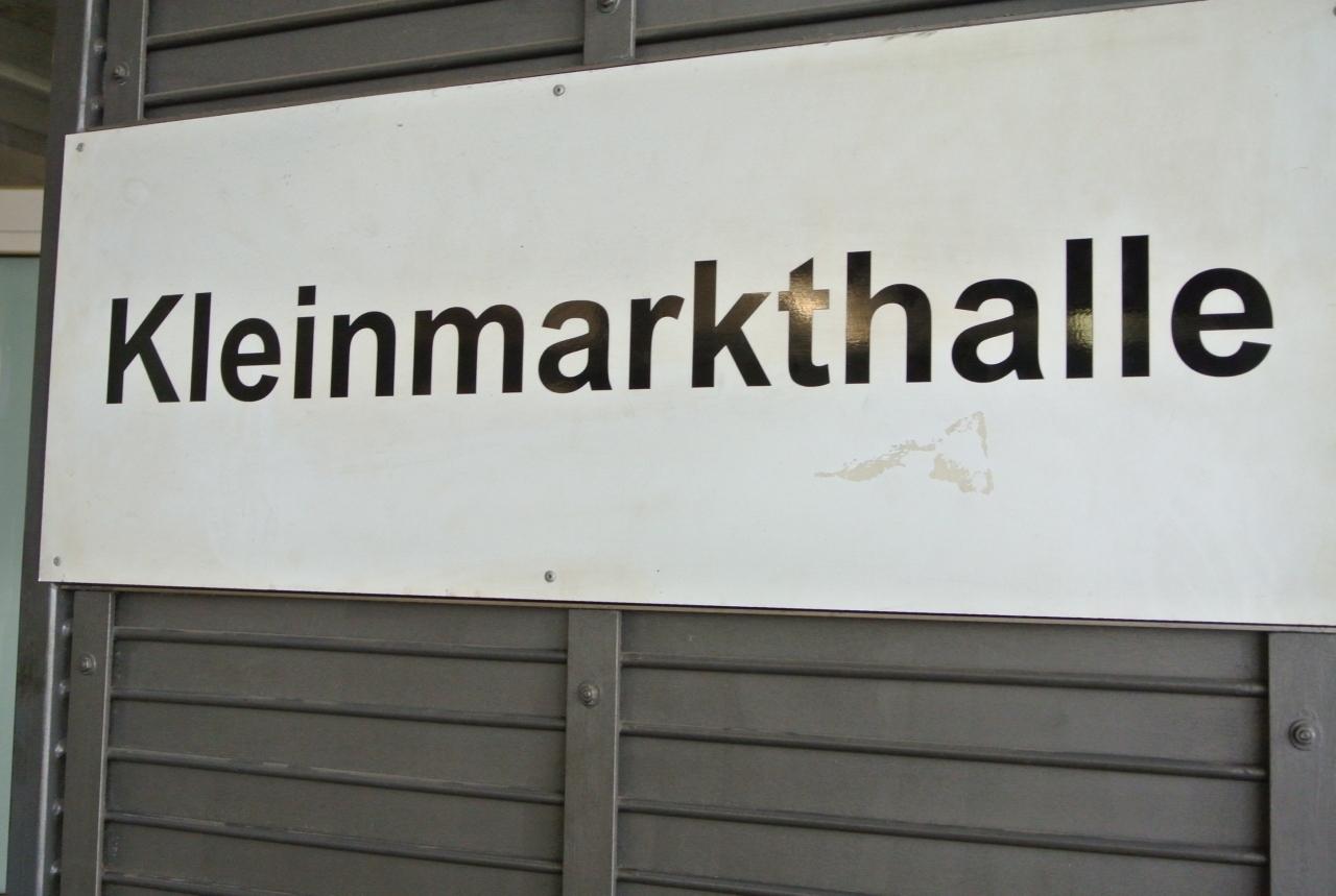 クラインマルクトハレ。屋内市場。大聖堂から徒歩15分くらい。 買い物もできるし、ランチも食べられます。